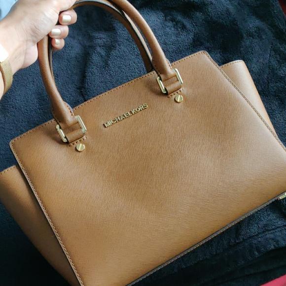 Michael Kors Handbags - Michael Kors Selma - tan